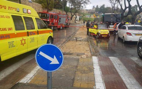 הולך רגל בן 80 נהרג מפגיעת אוטובוס בירושלים