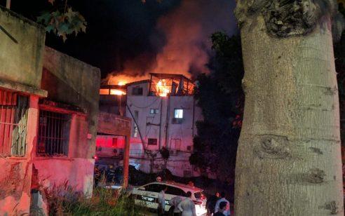 שישה צוותי כיבוי פעלו בשריפת דירה בבנין בטבריה – אין נפגעים