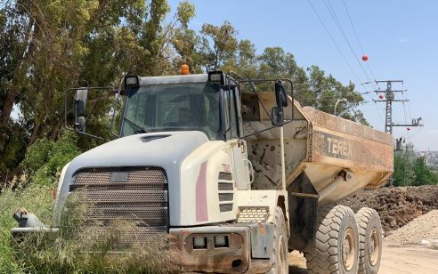 נהג חדש בן 17 נתפס נוהג על משאית עם מטען במשקל 52 טון ללא רישיון תואם וליקויים בבלמים