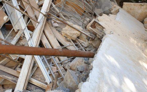 פועל חולץ במצב בינוני לאחר שקיר קרס על פועלים בשיפוץ בניין בירושלים – 3 חשודים נעצרו