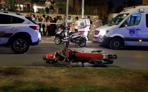 נהג ללא קסדה ברמלה ונמלט: רוכב אופנוע כבן 20 נהרג מהתנגשות בניידת