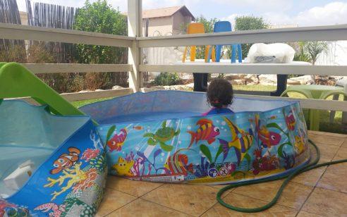 פעולות החייאה על בן שנה וחצי שטבע בבריכה פרטית בנתיבות