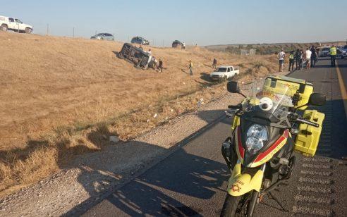 ארבעה נפגעים, בהם ילדה בת 4 במצב קשה, בהתהפכות רכב בכביש 6 סמוך לקרית גת