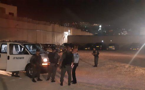 מטען צינור הושלך לעבר חנייה בקבר רחל – נזק נגרם לשלושה רכבים