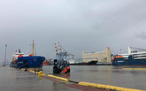בשל מזג האוויר: נמל חיפה נסגר לכניסתאוניות
