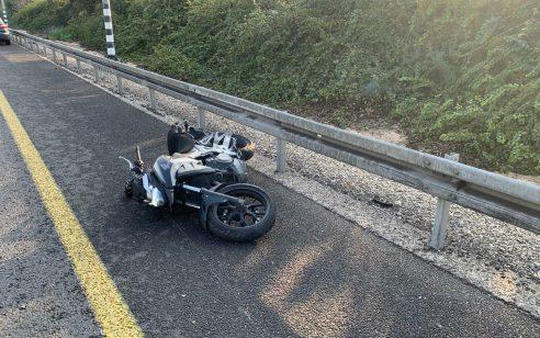 הקטל בכבישים: רוכב אופנוע בן 43 נפגע מרכב סמוך לרחובות ונהרג