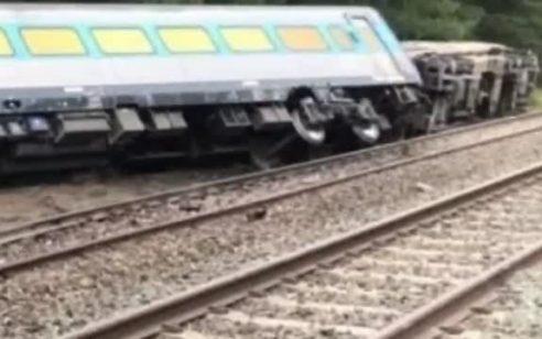 אוסטרליה: רכבת סטתה ממסלולה בין מלבורן לסידני כשעליה 160 נוסעים – 2 הרוגים ומספר פצועים