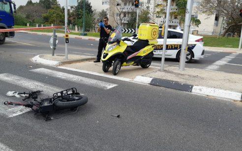 רוכב אופניים חשמליים כבן 15 נפצע אנוש מפגיעת רכב בהוד השרון