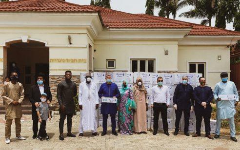 לרגל עיד אל-פיטר: שגרירות ישראל בניגריה תרמה מאות חבילות מזון לנזקקים במדינה