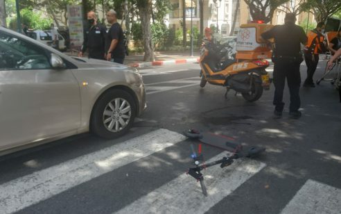 רוכבת קורקינט חשמלי בת 65 נפגעה מרכב בפתח תקווה – מצבה בינוני