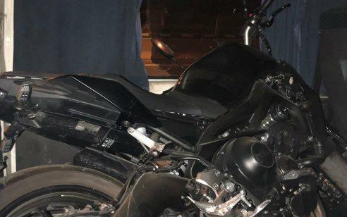 """נעצרו ארבעה חשודים שגנבו אופנוע באמצעות רכב מסחרי וניסו להימלט לשטחי יו""""ש"""