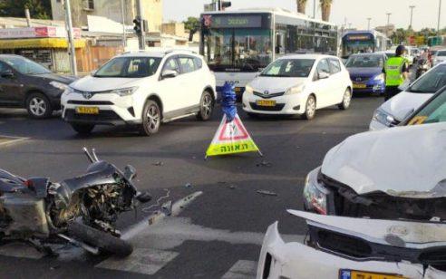 רוכב אופנוע נפצע בינוני בתאונה עם מונית בתל אביב