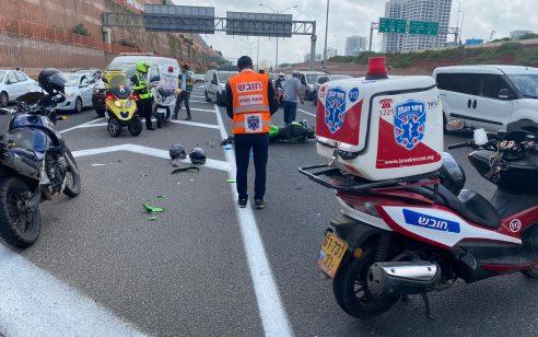 צעיר וצעירה שרכבו על אופנוע נפצעו בתאונה עם משאית בכביש 471 – מצבם קשה ובינוני