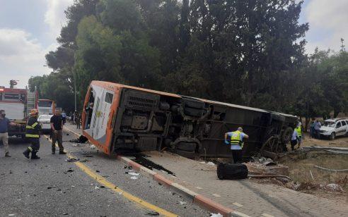 שני פצועים בינוני ו-19 קל בהתהפכות אוטובוס בצומת כברי שבצפון
