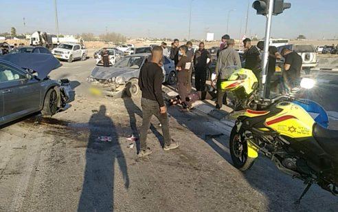 פצוע קשה, פצועה בינוני ושלושה קל בתאונת דרכים סמוך לצומת אוהלים