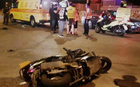 רוכב אופנוע כבן 20 החליק ונפגע מרכב בקרית אתא – מצבו בינוני