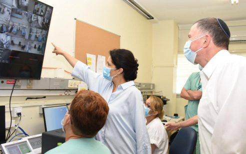 שר הבריאות ושר האוצר סיכמו על תגבור של 2,000 אחים ואחיות ו-400 רופאים