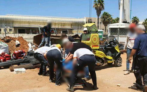 פועל כבן 50 נפצע קשה מפגיעת חפץ כבד באתר בניה ברמלה