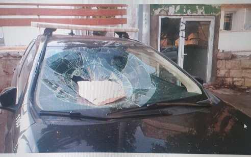 תושב חיפה נעצר בחשד שהשליך אבן לעבר רכב של הפיקוח העירוני לאחר שנרשם נגדו דוח על אי עטיית מסיכה