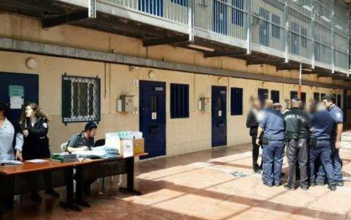 32 מחבלים בכלא 'עופר' פתחו בשביתת רעב כאות הזדהות עם שובת רעב שמאושפז ב'קפלן'