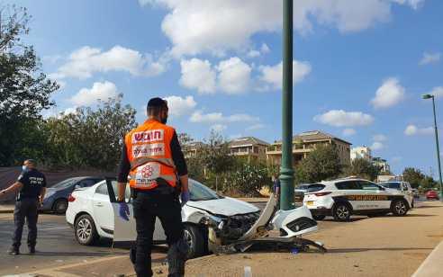 פצוע בינוני ושניים קל בתאונה בהוד השרון