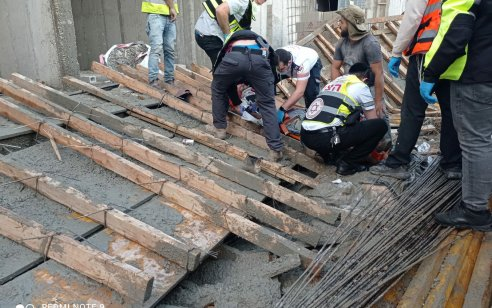רמת גן: יציקה קרסה באתר בניה – שני פועלים נפצעו בינוני