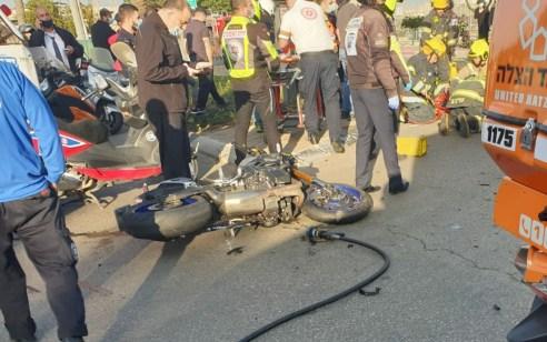חולון: צעיר וצעירה שרכבו על אופנוע נפצעו בתאונה עם אוטובוס