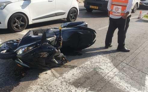 רוכב אופנוע נפצע בתאונה בראשון לציון – מצבו בינוני