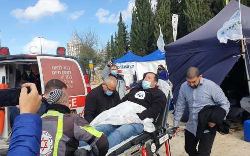 אחרי שבוע של שביתת רעב: ראש מועצה איזורית שומרון התמוטט באוהל המחאה