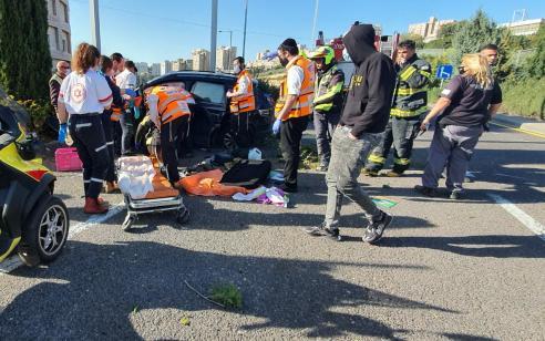 נהג רכב כבן 35 נפצע בתאונה בכניסה למנהרות הכרמל – מצבו קשה