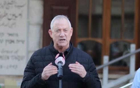 """גנץ תוקף: """"נתניהו סוחר בחיסונים של אזרחי ישראל ששולמו מכספי המסים שלהם בלי דין וחשבון"""""""
