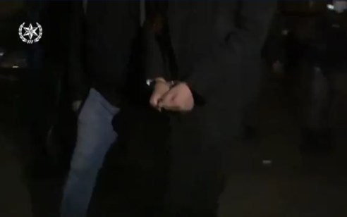 המשטרה עצרה אתמול בבני ברק חשוד בהתפרצות למספר בתים בעיר וביניהם ביתו של שוטר